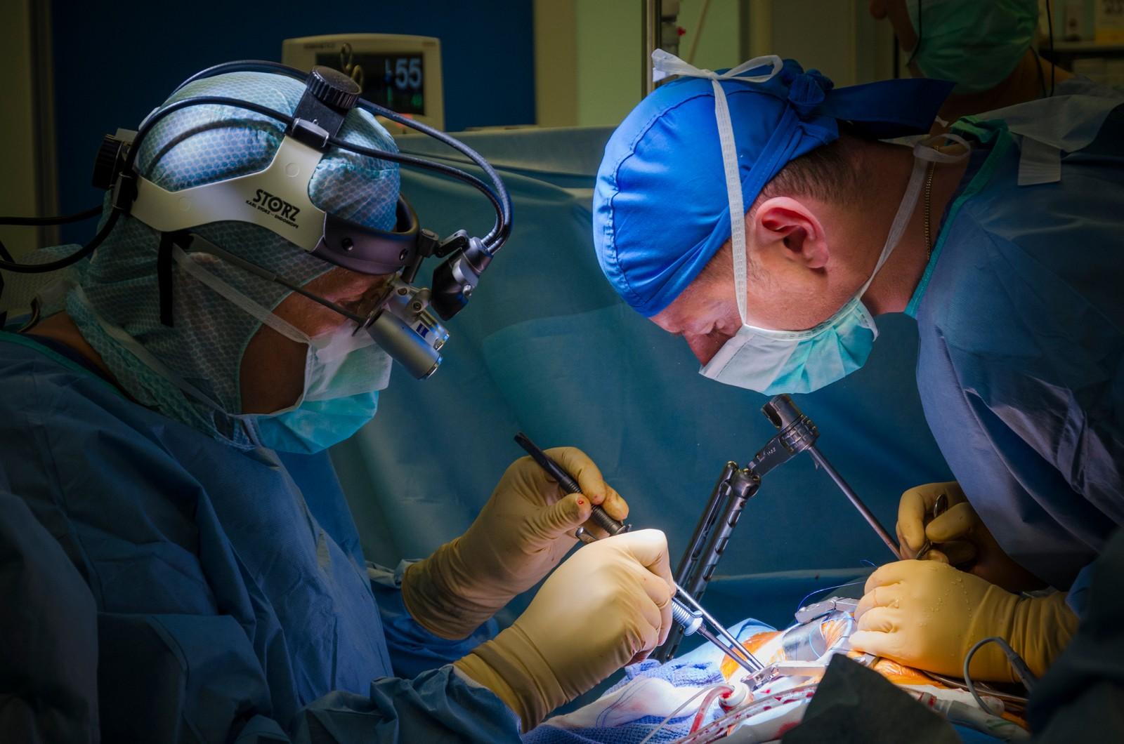 Medicii din SUA iau lecții de la colegii români: